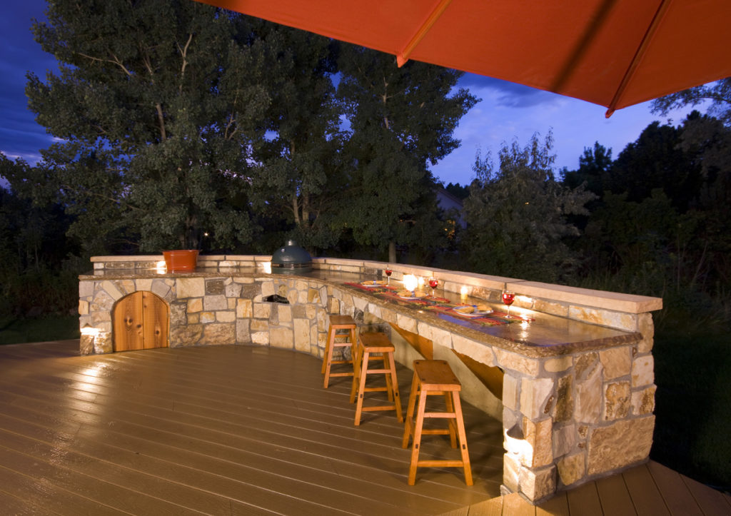 Outdoor Kitchen & Bar
